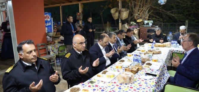 Akın, şehit ailesinin iftar davetine katıldı