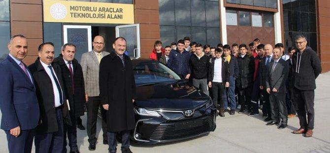 Toyota'dan meslek lisesine araç desteği