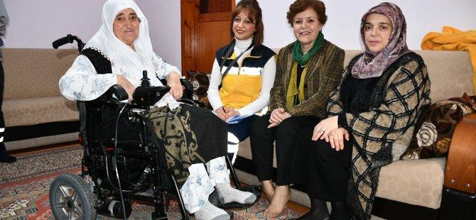 80 yaşındaki Halise Teyzenin 20 yıllık hayalini gerçekleştirdiler