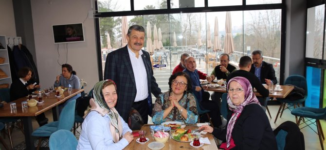 Başkan Akın, yardımseverler ile kahvaltıda bir araya geldi