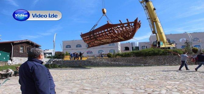Tarihi Yalı İskelesi'ne 45 yıl aradan sonra 12 metrelik gemi indirildi