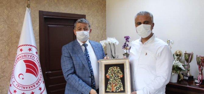 Başkan Akın'dan İl Müdürü olarak atanan Türkmen'e hayırlı olsun ziyareti