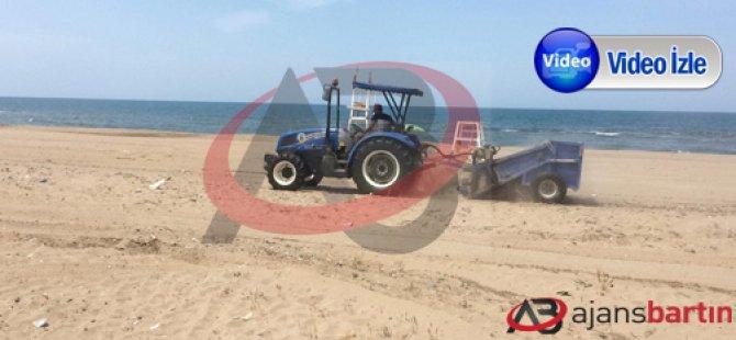 Sezon öncesi köy sahillerinde kumsal temizliği