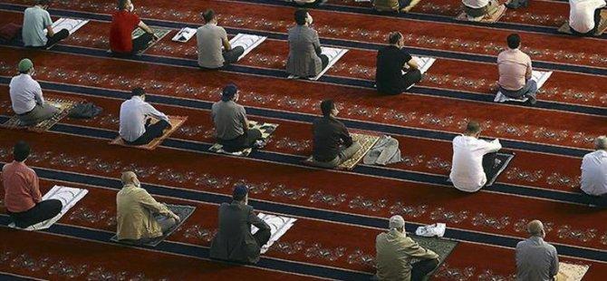 Camilerde yeniden 5 vakit namaz cemaatle kılınıyor