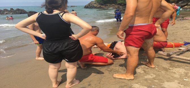 Deniz içinde dalganın etkisiyle oluşan girdapa düştüler