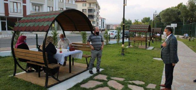 Başkan Akın, Vefa Park'ta vatandaşlarla sohbet etti