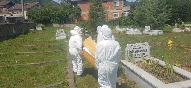 Corona virüsten ölen 68 yaşındaki vatandaş toprağa verildi