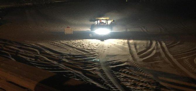 Kumsallar eleme makinesi ile artık gece temizleniyor