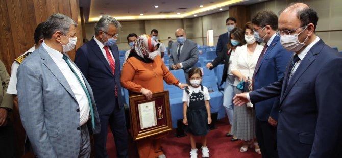 Şehit Çetin'in Ailesine Devlet Övünç Madalyası Törenle Verildi