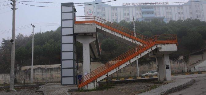 Hastane Üst Geçidine Engelli Asansörü Yapıldı