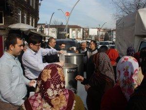 Belediye vatandaşlara sıcak salep dağıttı