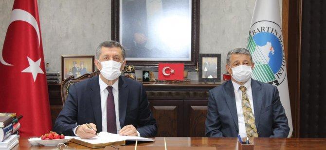 Bakan Selçuk'tan MHP'li Belediyeye Ziyaret
