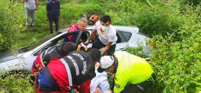 Sürücü direksiyon hakimiyetini kaybetti: Araç tarlaya uçtu