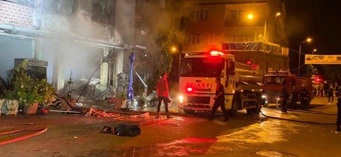 Markette Çıkan Yangını Etraftaki Binalara Sıçramadan Söndürdü