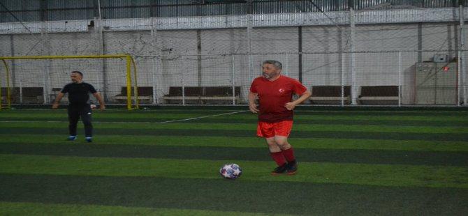 İl Başkanı Kalaycı, profesyonel futbolculara taş çıkardı
