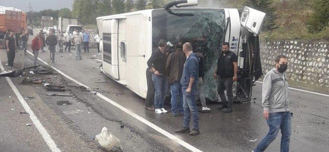 Yolcu otobüsü ile otomobil çarpıştı