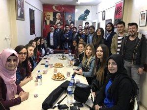 Yalçınkaya, gençlere referandumu anlattı