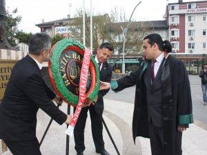 Avukatlar günü çelenk töreni ile kutlandı