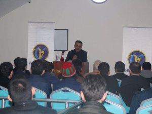Yavuzaslan, Dost Meclisi Sohbetlerine konuşmacı olarak katıldı