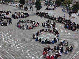 923 öğrenci aynı anda 40 dakika kitap okudu