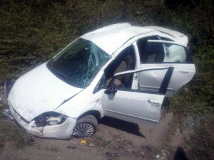 Zonguldak'ta otomobil kanala devrildi: 4 yaralı