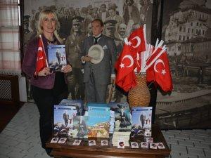 Anıtkabir Komutanlığı Hediye Kitap Gönderdi