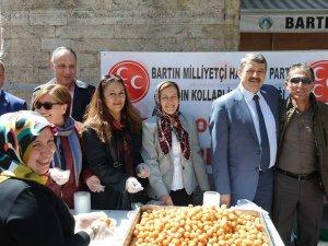 MHP Kadın Kolları lokma tatlısı ikram etti