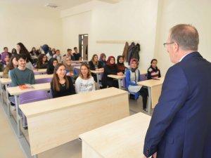 Rektör Uzun, öğrenci ve akademisyenlerle bir araya geldi