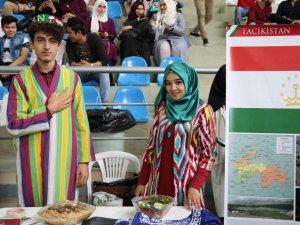 Üniversite Öğrencileri Ülkelerinin Kültürlerini Tanıttı