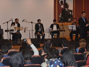 Dini Musiki söyleşişi yapıldı, konseri büyüledi
