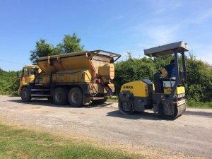 Günde 30 ton asfaltla sahil yollarında yama yapılıyor
