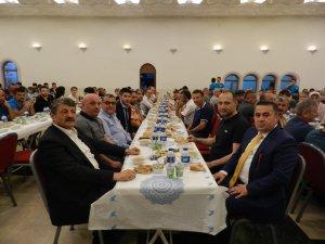 Başkan Akın, Bartınspor yönetimine ve esnafa iftar verdi