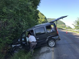 Otomobil İstinat Duvarına Çarptı: 4 Yaralı