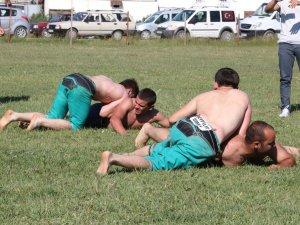 Karakucak Güreşleri düzenlendi