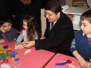 Tunç, minik öğrencilerle Oyun Hamuru oynadı