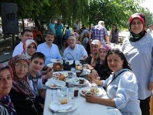 Başkan, mahalle halkıyla kahvaltı yaptı