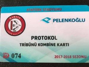 74 seri numaralı protokol kartının sahibi eski futbolcu oldu