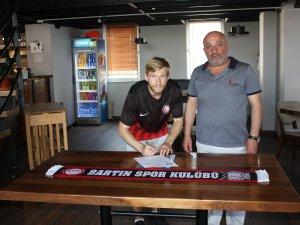 Rus orta saha oyuncusu Konstantin Belov imzayı attı