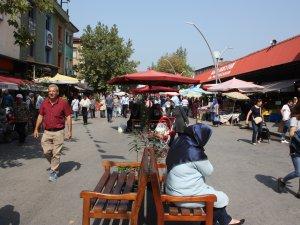 Vatandaşlar pazaryerinin araç trafiğine kapatılmasından memnun