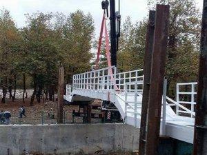 Yaya köprüsü montajı tamamlandı