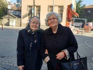 87 yaşında ki Burgucu, öğrencilere burs topluyor