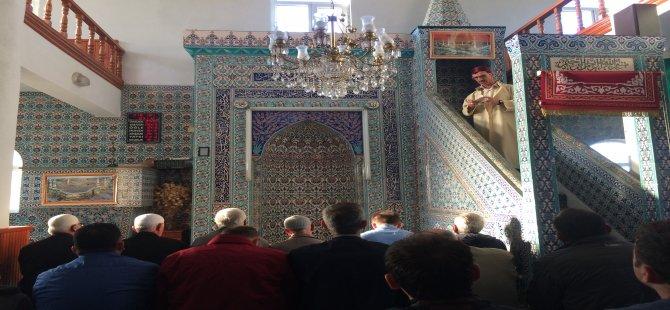 Tüm camilerde kahraman askerimiz için dua edildi