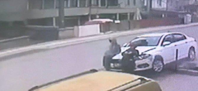 Ehliyetsiz Sürücünün Kadın İle Oğluna Çarpma Anı Kamerada