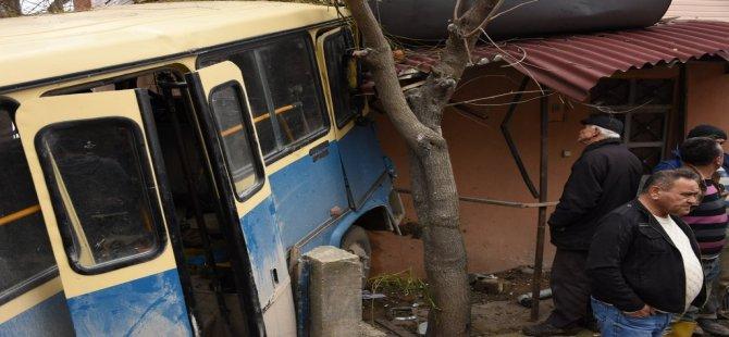 Bartın'da Minibüs Evin Duvarına Çarptı: 17 Yaralı