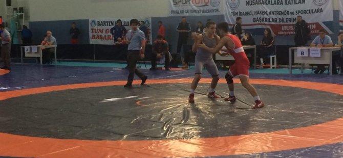 39 ilden 350 güreşçi Yıldızlar Greko-Romen Grup Şampiyonasında yarıştı