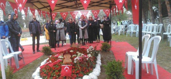 Genç Gönüllüler Topluluğu, Afrin şehidinin kabrini ziyaret etti