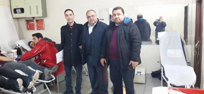 AK Parti Merkez İlçe Başkanlığı'ndan Kızılay'a kan desteği