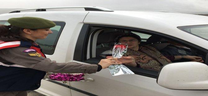 Jandarma Bu Kez Araçları Kutlama İçin Durdurdu