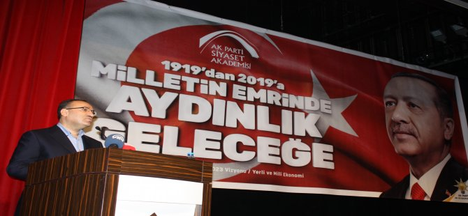 Bozdağ, Siyaset Akademisi öğrencilerine tavsiyelerde bulunarak, 2019 için yeni anayasa mesajı verdi