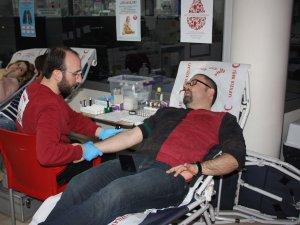 Aktıp Kan Bağışı Kampanyası Düzenledi
